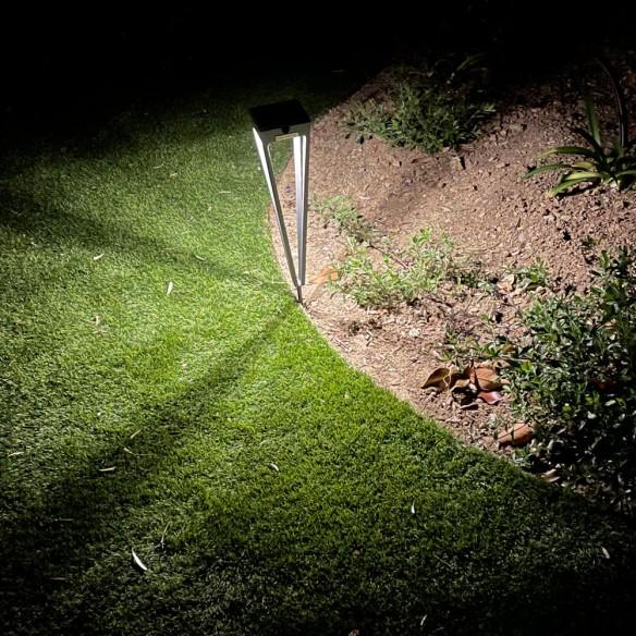Torche d'extérieur LED rechargeable et solaire Aluminium H52cm
