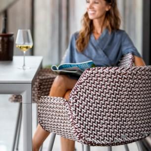 Chaise de jardin VIBE résine tressée gris clair/bordeaux/rose et coussin taupe
